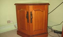 """24"""" circumfrance of octagon end table nice shelving unit underneath awesome shape.... no room for it need it gone."""