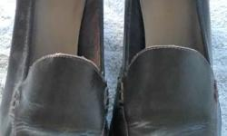 """Upper part of the shoe is leather - the insole is padded - block heel Back part of heel measures 3"""" Unsure of brand - lots of wear left in these shoes Please check our other listings"""
