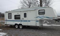 Tandem axle fiberglass 5th wheel in very good condition sleeps 6 , 3 piece bath , full kitchen including microwave x large fridge . Furnace and ac both operating , queen size mattress in great condition. Includes. 12 volt brake controler 5th wheel hitch