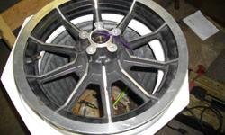 SELLING A VERY NICE 16 INCH HARLEY FRONT DUAL DISC ALLOY WHEEL COMES WITH THE BEARINGS ,,
