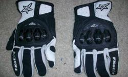 brand new  never used fxr gloves  i payed about 80$ for them and i never wore them because i sold all my toys asking 40$