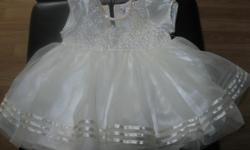 Girls dress Size: 6-12 months Color - Creme Brand - Thy Thy 65% Polyester 35% Cotton ONLY $10 Can meet in west end of ottawa (kanata) or pickup in Constance Bay
