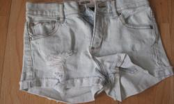 Girls GARAGE whitewash jean shorts Size 1 Garage demin stretch ONLY $5 Can meet in west end of ottawa (kanata) or pickup in Constance Bay