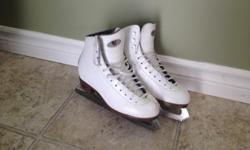Riedell girls figure skates, size 3, excellent condition, gently used. Skates come from a pet-free, smoke-free home. http://ice.riedellskates.com/ Willing to meet at agreed-to location for delivery.