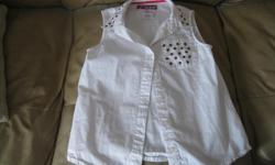 Girls Sleeveless Summer Top Size Large Brand Epic Threads Color - White Can meet in west end of ottawa (kanata) or pickup in Constance Bay