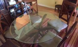Beautiful glass top table with 4 chairs in very good condition!!!