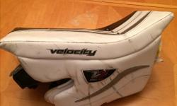 Vaughn Velocity Senior V7 Pro XLW goalie blocker. Used one season (last season). Price tag still on ($259+taxes) purchased at Kirby's August 2017. Also have matching glove.