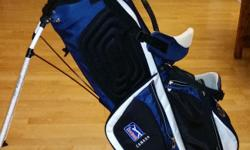 Excellent condition - used once - still has plastic wrapping Light-weight 6-way, full-length divider 6 pockets Double shoulder straps Matching head cover