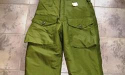 EXTREME COLD GORTEX BIB PANTS, FROM CANADIAN MILITARY , FULL LENGHT SIDE ZIPPERS, LARGE FRONT POCKETS, HIGH QUALITY, VERY GOOD CONDITION MOST SIZES