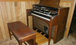 Hammond organ- R Series with built-in Leslie