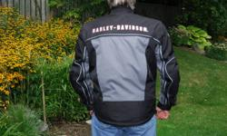 Genuine Harley Davidson Men?s Switchback Motorcycle Jacket ? Size L ? NEW LOWER PRICE   The real thing...not a fake....water resistant woven polyester jacket has textile outer panels that zip off to create a mesh jacket for ultimate versatility...see