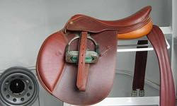 Used, 1 year old HDR Advantage (small) 17 inch Close Contact Saddle Colour: Chestnut Wear marks from girth and stirrup leathers (leg covers). Billets are still in good condition Included: Matching 52 inch Girth Matching Troy no stretch (nylon backed)