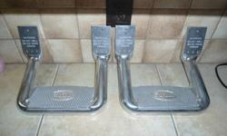 hoop steps.   brand new still in box with reseat.pade 89.00$ new.they will fit eany truck-uviversal.