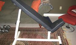 Incline bench in excellent shape. Stupid cat clawed the back rest though... Located in Laird, will deliver to the Soo.
