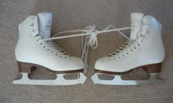 Jackson Classique Figure Skates - Size 3 with Mirage Blades Boots have nicks and scratches from use but are still in good skating condition. Blades have only been sharpened at Figure 8. Located in Barrhaven