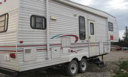 1998 Jayco Eagle 5th Wheel - sleeps 4 (sofa makes into bed), large slide (table and sofa), air conditioner, microwave.  Rear Kitchen, Queen bed in master and front is wall to wall closet.  Lots of cupboards and storage.  Outside awning is in perfect