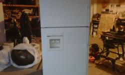 I am selling a fully fuctional Jenn-Air fridge with water dispenser/ice maker. Appros. 12 yrs old
