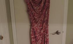 Beautiful summer dress for office or special occasion. Only worn twice, washed and ready to be loved again. I can no longer wear it due to weight loss. May also fit someone between size medium - large. Meet near Rideau Centre or Orleans most