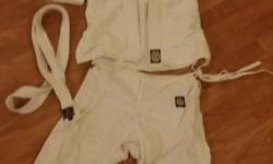 Children's judo Gi Size 00....Belt 1 Fits most 7-9 yr olds