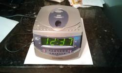 This clock radio/CD player has been tested and works fine.