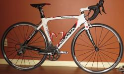 Carbon monocoque Aero frameset Ultegra / Sram Force components Sram Force carbon crank arms Carbon Aero seatpost with new Prologo Kappa Evo Saddle Shimano R500 wheelset / Continental GP 4000 tires in good condition Includes extra new chain and extra