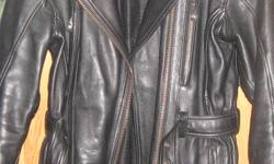 Ladies black motorcyle jacket size medium removable padding perfect condition