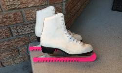 Ladies CCM Skates With skate guards Size: Ladies 9 $25