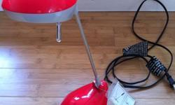 lampes a vendre (negociable): 2 lampes de bureau (rouge et noire) : 10$ chaque 1 lampe de salon sur pied: 30$