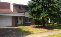 Furnished 2- King-size bedrooms and 3- full-size bedrooms available in a 6 Bedroom private house located in Ottawa. Each room comes with a bed and a study table. The house is located on Uplands drive, and is 2 minute walk from bus stop with a 7 minute bus