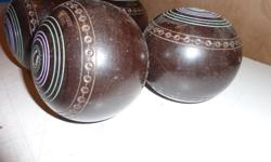 LAWN BOWLING BALLS 1) One Set of four Heavy Weight Model - Super Grip Size 1 Set of four Excellent condition $45.00 O.B.O. 2) - One Set of four x 21 - Size 4 15/16 - Bias 3 Townsend & Clark, Toronto 3) - One Set of four 923 - Size 4 7/8 - Bias 3 Townsend
