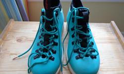 *** SHOCK ABSORBENT, ODOUR FREE, WATER RESISTANT , WASHABLE*** - Neoprene Sock/Liner - Double Bonded Nylon Pull Tab - 4-5MM round hiking laces - Plastic D Rings & Pass-Through Eyelets - EXCELLENT CONDITION Pick - up only Chapman Mills (Barrhaven)