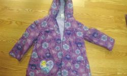 I have a Like New Spring Fall Coat Princess Size 5 Child for sale! This is in excellent condition and would look great on your child or loved one or to give as a gift. Comes from a non-smoking household. Do not miss out on this excellent opportunity to