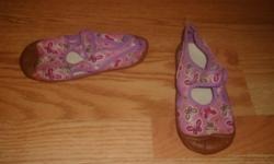 I have Like New Water Shoes Purple 11-12 for sale! This is in excellent condition and would look great on your child or loved one or to give as a gift. Comes from a non-smoking household. Do not miss out on this excellent opportunity to get this for a