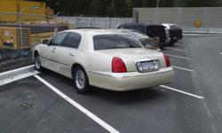 Make Lincoln Model Town Car Year 2000 Colour Pearl white 2000 Lincoln town car runs great