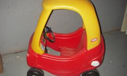 The Cozy Coupe is the classic ride-on that kids have been enjoying for years. With this newer model, your child will enjoy new features like a larger seating area. As a parent, you will like that it has received the Parent's Choice Classic award. Powered