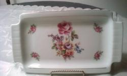 THIS MEISSEN  'ROSE' ALL PURPOSE TRAY IS IN ORIGINAL BOX AND NEVER BEEN USED.   IT MEASURES  23 CM.  MINT CONDITION   $15 OBO