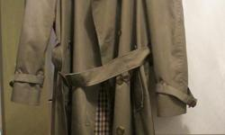 "Classic Aquascutum ""Aqua 5"" Men's Trench Coat - Bogart Style (9538 - 1052-440, 44154122 A4), size 40 Reg. Rich Khaki colour, cotton/poly waterproof full length coat lined with famous house checked liner. Double breasted, shoulder epaulets, buckle cuff"