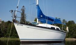 """The Mirage 25 is a good looking boat that is a BIG 25 footer. There's probably no other 25 footer on the market with such a large, wide open, and bright main cabin. It has 5' 11"""" of standing headroom and sleeps 5 people. The fully enclosed head (toilet)"""