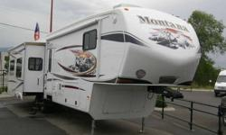 The right inspiration leads you to achieve greatness whether you are vacationing, adventuring or just relaxing. Montana fifth wheels enable you to achieve all three. To do this, Montana designs fifth wheels to provide enduring pleasure over the long haul
