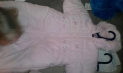 MONKEY ONE PIECE SNOWSUIT PERFECT CONDITION MADE BY SAFETY 1ST ASKING $10 PRETTY PINK ONE PIECE SNOWSUIT WITH FLORAL DESIGN BY ZIPPER NEVER WORN MADE BY MINI ROBIN ASKING $15 COMES FROM SMOKE FREE HOME CALL ANYTIME MY NAME IS CYNTHIA