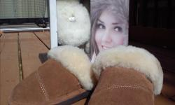 -A supple, leather exterior luxuriously lined with sheepskin surrounds your feet with the utmost in comfort and warmth -comfortable in temperatures as low -34 degrees C and as high as 27 degrees C. We have 2 pairs, 1 brown and 1 beige
