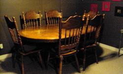 Oak Dining Table 6 Chairs   6' Dining Table Round or Oval 2' leaf 5 armless chairs, 1 arm chair $425.00