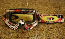 Oakley O Frame motocross Goggles. Used, but in brand new conditon.   $50, cash only.   Integrated Custom Painted Frame and Strap Graphic NoFog? Anti-Fog Lens Treatment NoSweat 3.2 Face Foam Durable Silicone-Lined Strap ProAir Nose Guard RAM Air