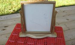 OLD SWIVEL PICTURE FRAME GREAT FOR THE BUREAU OR ON A TABLE HOLDS A PICTURE SIZE 8 X 10