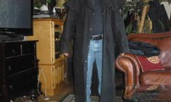 OUTBACK-OILSKIN-RIDERS COAT--LARGE-X-LARGE-1970-S--ERA--AN OLD BIKER PAL OF MINE GAVE ME THIS COAT AFTER HE COUNDN;T RIDE ANYMORE DUE TO AGE AND HEALTH-IN PENTICTON BC--HE RODE WITH THE CLUB IN CALIFORNIA--THIS COAT IS HEAVEY DUTY-REVERSABLE BLACK AND