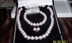 SET OF PEARLS AAA QUALITY NEW NEVER WORN  ALSO HAVE APPRAISSEL FOR 2700 . FOR EARRING BRACLET AND NECKLACE 16 IN, PEARL SIZE 8.5-9MM ON ALL 3 PIECES  CAN BE SOLD SEPERATLY PLEASE CONTACT VIA EMAIL . all three set in 14 kt white gold  clasps