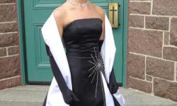 Size 4 Beautiful strapless black & white dress, comes with the scarf (black & white) Prom gloves are not included Worn only once for graduation Both, the dress as the scarf are in perfect condition Dry-cleaned The dress & scarf are coming from a smoke and