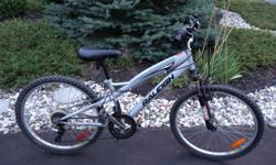 """Unisex youth bike, in very good condition, no rust, used for 2 years. It has 13"""" frame and 24x1.95"""" tires"""