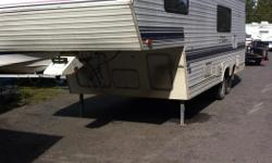 FIFTH WHEEL TRAILER THAT HAS NEVER BEEN LIVED IN AND IN SOLID CONDITION. TRAILER IS TURN KEY AND READY TO GO. REAL GOOD LAY OUT AND THE 26 FOOT TRAILERS ARE A POPULAR NICE MEDIUM SIZE AS WELL. EVERYTHING THING WORKS GREAT AIR CONDITIONING / STOVE AND