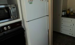 White Whirlpool 18 cf refrigerator - very clean unit - moving & must sell -    please contact at 705-752-5706